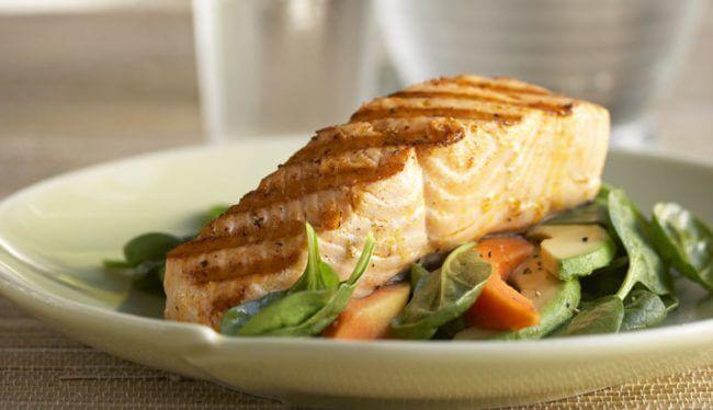 Grilled Alaska Salmon With Avocado And Papaya Spinach Salad - Wild Alaska Salmon And Seafood Company